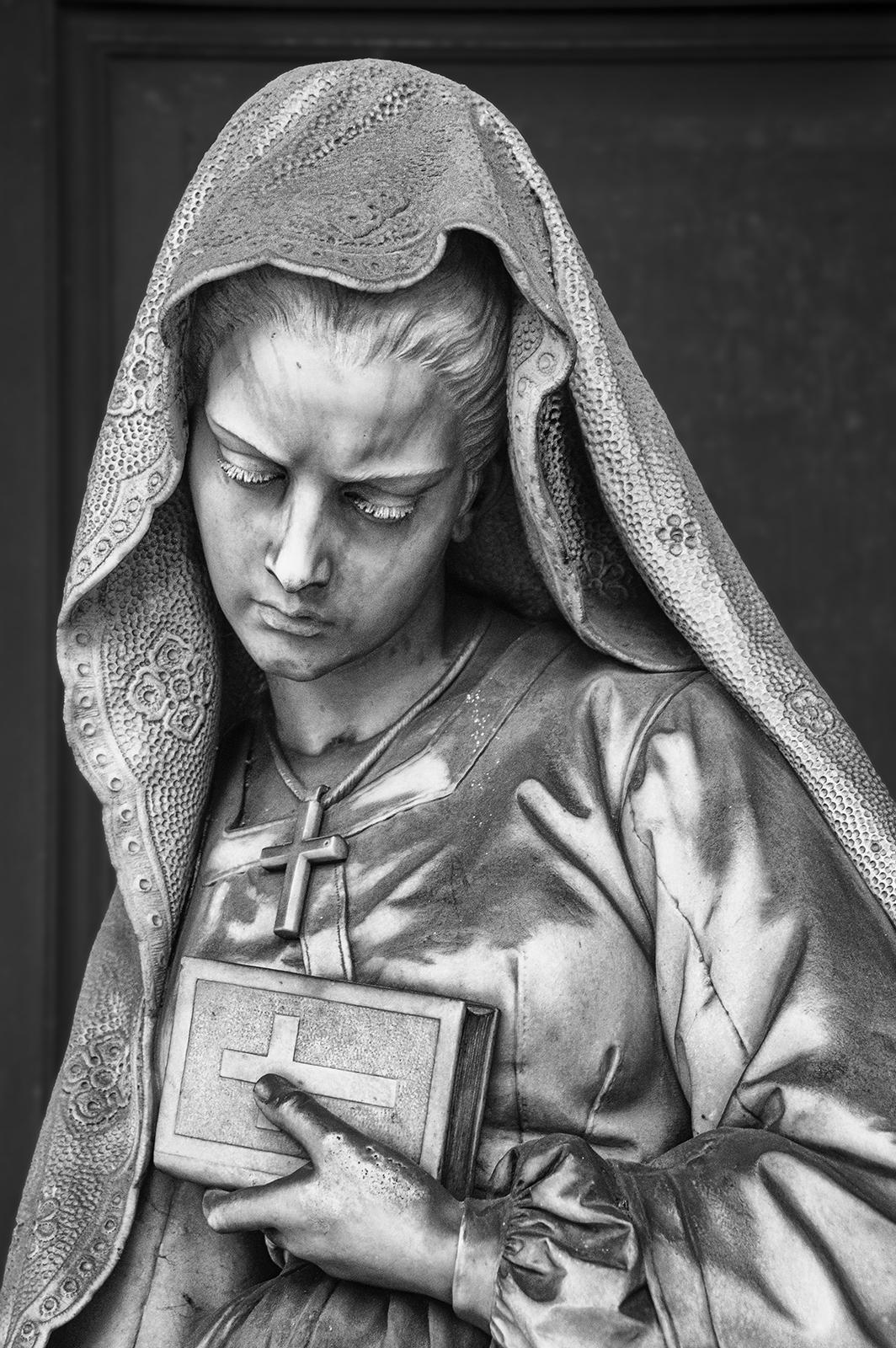 17-T. Piaggio(II)...la vedova esce dal sepolcro...notare la perfezione dei dettagli